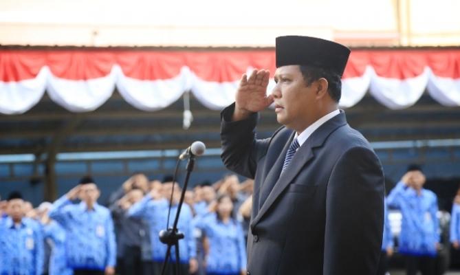 Pimpinan Bawaslu Nasrullah bertindak sebagai Inspektur Upacara Kemerdekaan HUT RI ke-69