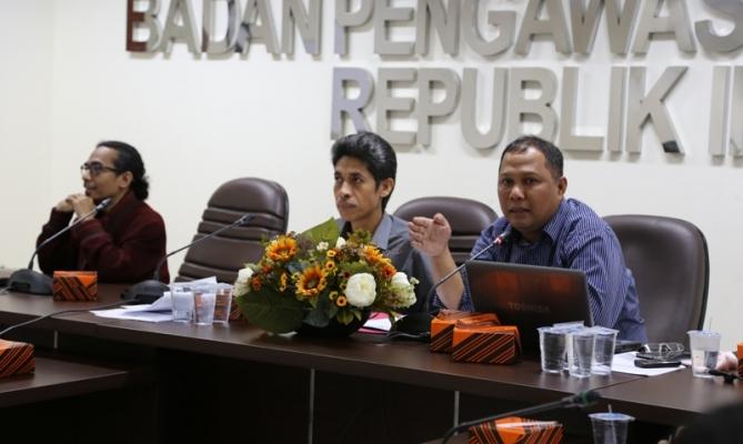 Pimpinan Bawaslu RI, Nasrullah Menyampaikan Materi Strategi Pengawasan Partisipatif Menuju Pemilukada Tahun 2015
