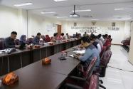 Suasana Forum dalam Kegiatan Sarasehan Strategi Sosialisasi Pengawasan Partisipatif Menuju Pemilukada Tahun 2015