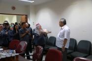 Para Pegawai Sekretariat Jenderal Bawaslu RI Menyerahkan Kue Ulang Tahun Kepada Gunawan Suswantoro, Sekretaris Jenderal Bawaslu, Selasa (30/6) di Ruang Rapat Lt. IV Gedung Bawaslu RI.