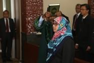Endang Wihdatiningtyas diambil sumpahnya sebagai anggota Dewan Kehormatan Penyelenggara Pemilu (DKPP), di Rabu (14/1).