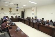 Suasana Focus Group Discussions (FGD) kehumasan terkait pengelolaan website Bawaslu RI, di ruang Media Center Bawaslu, Rabu (21/1).